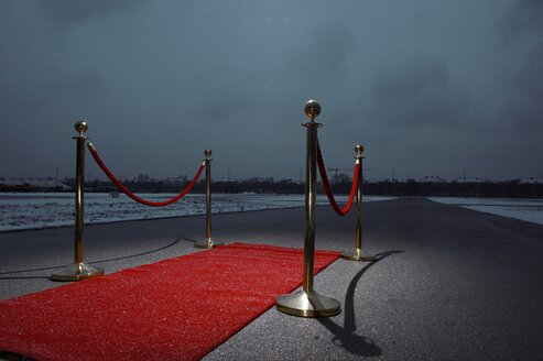 Red carpet on street, city in the background, dark clouds - EDF000138