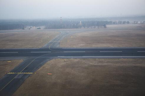 Germany, Berlin, markings on runways of Tegel airport - MMF000561