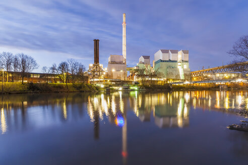 Germany, Stuttgart, cogeneration plant at River Neckar in the evening - WDF003057