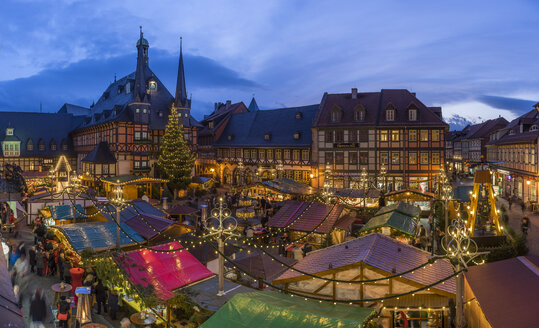 Germany, Wernigerode, View over lighted Christmas market at blue hour - PVC000398