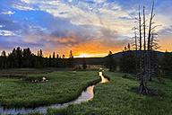 USA, Yellowstone National Park, Geyser Creek at sunrise - FOF008007
