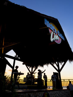 Jamaica, Negril, music band on stage at Rick's Cafe - AM003950