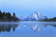 USA, Wyoming, Grand Teton National Park, Teton Range, Mount Moran, Oxbow Bend, Snake River in morning twilight - FOF008081