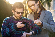 Two hipsters with smartwatch and smartphone - BRF001191