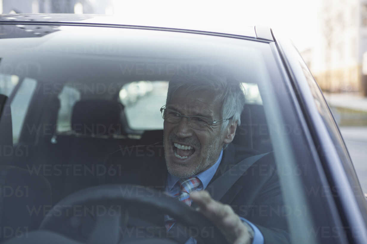 Angry businessman in his car - RBF002652 - Rainer Berg/Westend61