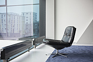 Black leather chair in a modern apartment - RBF002655
