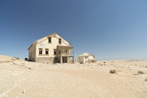 Namibia, houses of diamond ghost town Kolmanskop at Namib desert - CLPF000111
