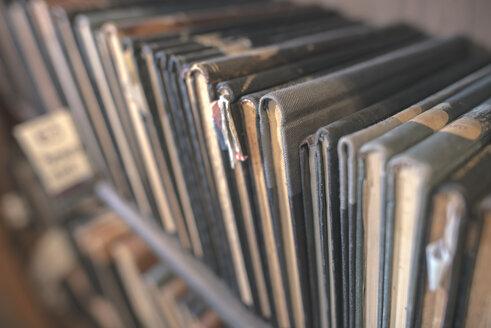 Old vintage books on a shelf - DEGF000403