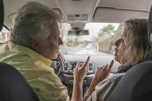 Couple inside car arguing - FRF000246