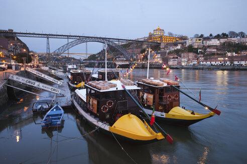Portugal, Porto, Gaia, tourboats and Ponte Luiz I Bridge on Douro river in the evening - ABO000005