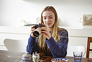 Female teenager with old camera - DISF002027