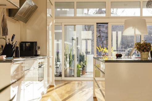 Modern open plan kitchen - MFF001573