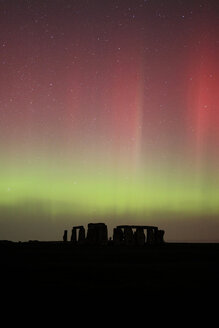 Great Britain, England, Stonehenge at night, green and red aurora - PAF001287