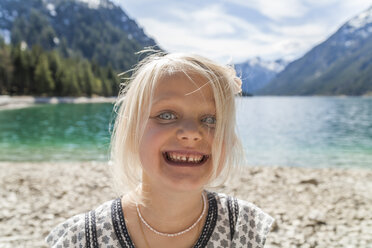 Austria, Tyrol, Lake Plansee, portrait of happy girl - TCF004626