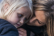 Girl and mother close together - TCF004608