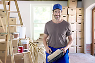 Man moving house, painting rooms - TOYF000072