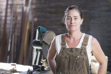 Female welder in metal workshop, portrait - ABAF001667