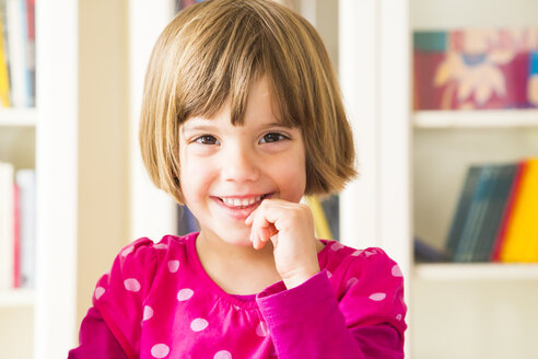 Portrait of smiling little girl at home - LVF003280