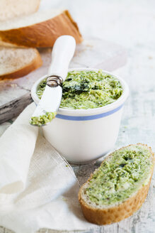 Wild garlic butter and french bread - SBDF001793