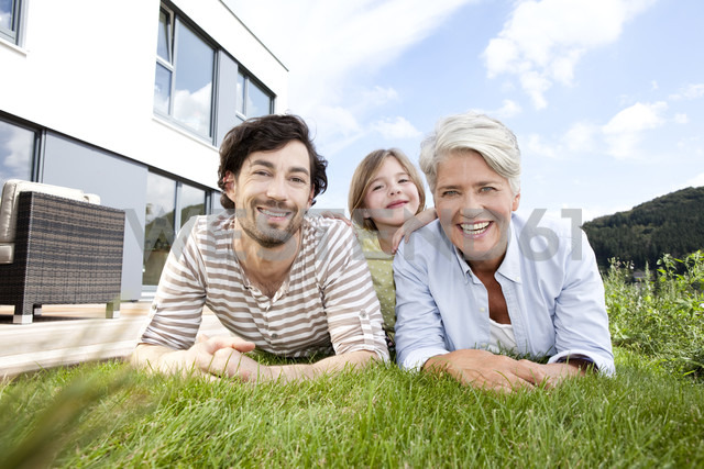 Portrait of happy grandmother, father and girl lying on lawn - MFRF000174 - Michelle Fraikin/Westend61
