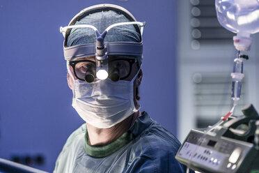 Surgeon in operating room - MWEF000013