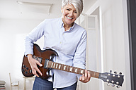 Mature woman playing electric guitar - FMKF001507