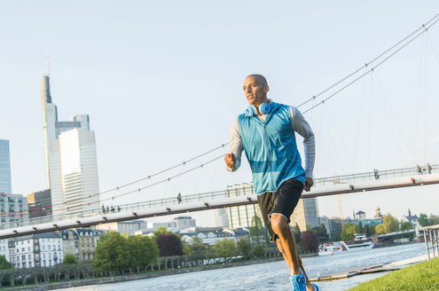 Germany, Frankfurt, man jogging by the riverside - UUF004052