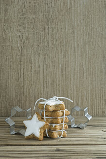 Stack of cinnamon stars and cookie cutters - ASF005586