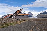 Iceland, Skeidararsandur, monument of destroyed bridge - KEBF000172