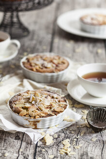 Rhubarb tartelettes with almonds and tea - SBDF001819