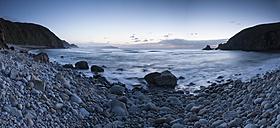 Spain, Galicia, Valdovino, rocky beach at twilight - RAEF000165