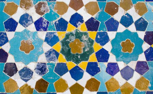 Iran, Shiraz, Mosaic pattern with ceramic tiles - FLF000951