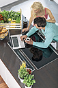 Couple using laptop in the kitchen - MADF000243