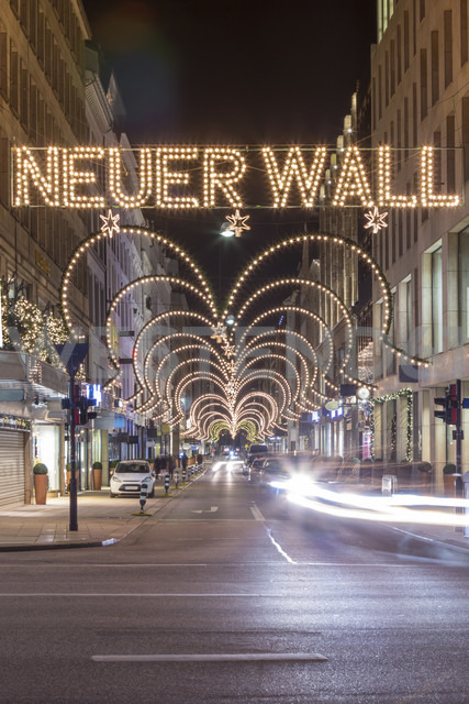 Germany, Hamburg, exclusive shopping street Neuer Wall at Christmas time - NK000242 - Stefan Kunert/Westend61