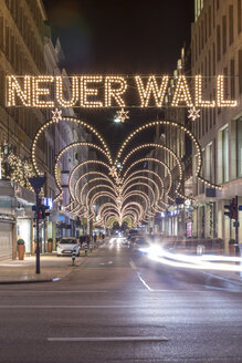 Germany, Hamburg, exclusive shopping street Neuer Wall at Christmas time - NK000242