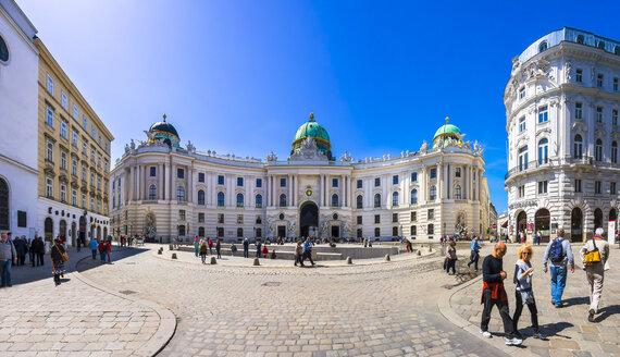 Austria, Vienna, Hofburg Palace and Michaelerplatz - AM004018