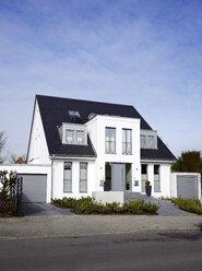 Germany, Duesseldorf, semidetached house - GUFF000106
