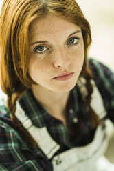 Portrait of redheaded young woman with feckles - UUF004244
