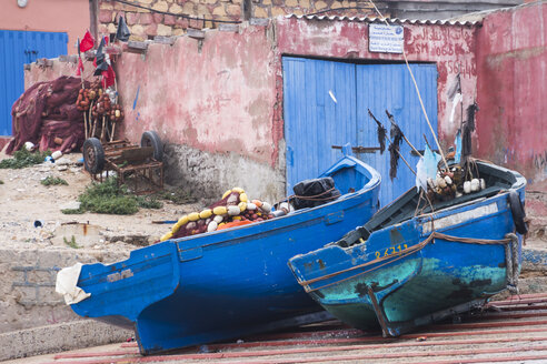 Morocco, Imsouane, two fishing boats lying side by side in front of a shelter - HSKF000025