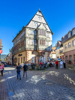 Germany, Miltenberg, view to Germany's oldest guesthouse 'Hotel zum Riesen' - AM004010