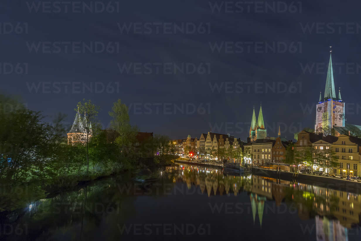 Germany, Luebeck, cityscape at night - NKF000243 - Stefan Kunert/Westend61