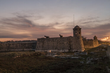 Cuba, Havana, San Salvador de la Punta Fortress at dusk - FBF000383