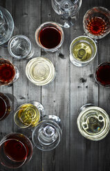 Glasses of red and white wine on wood - KSWF001529