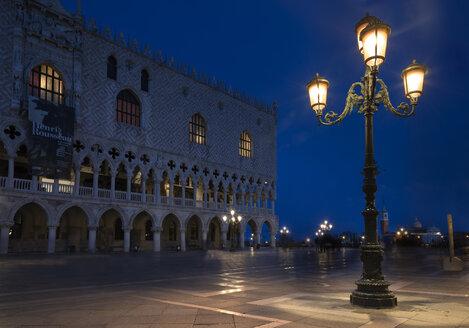 Italy, Venice, Doge's Palace at dusk - MKF000210