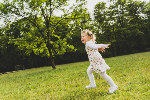 Carefree girl running on meadow - UUF004315