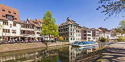France, Alsace, Strasbourg, La Petite France, Half-timbered houses, Restaurants, L'Ill River with tourboat - WDF003111