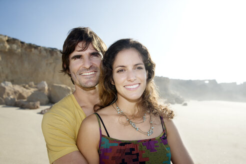 South Africa, portrait of happy couple on the beach - TOYF000798
