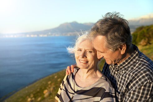 South Africa, portrait of happy senior couple - TOYF000725