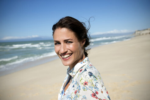 South Africa, portrait of smiling woman on the beach - TOYF000776