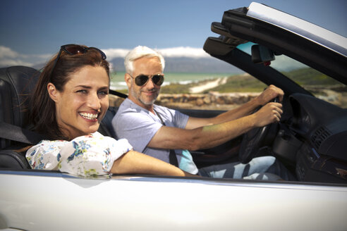 South Africa, portrait of smiling couple sitting in a convertible - TOYF000785